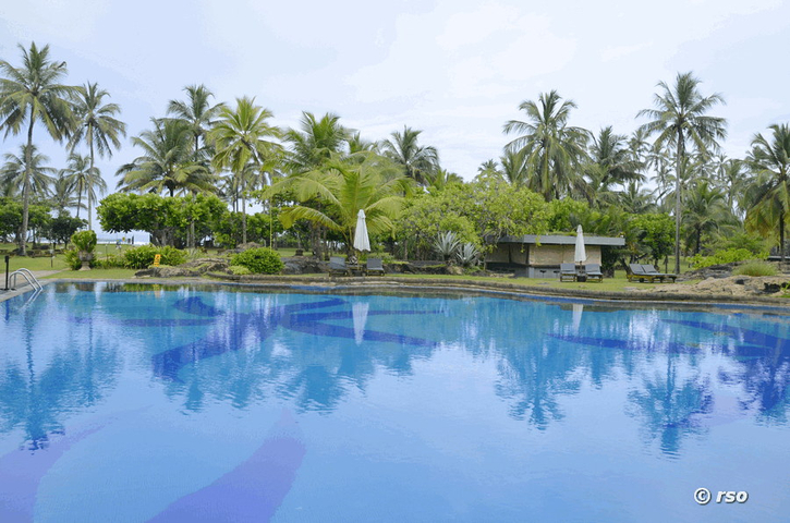 Poolanlage des Cinnamon Bay Hotels Sri Lanka